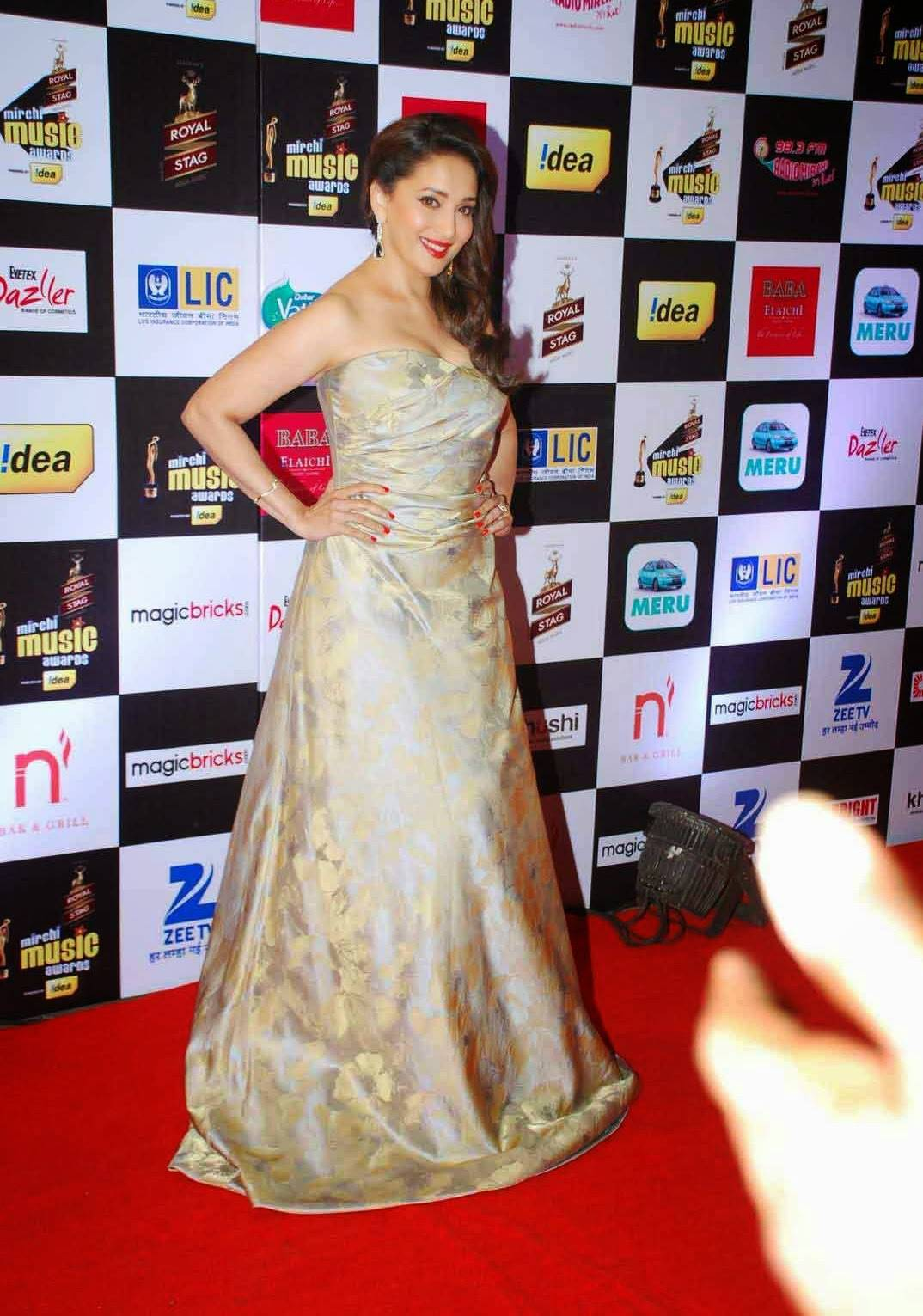 Glamours Indian Actress Madhuri Dixit Stills At Film fare Awards In Yellow Dress