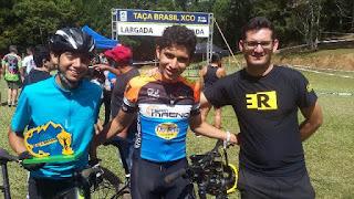 Ciclista da escola municipal de ciclismo da Ilha  na segunda colocação da etapa Parelheiros da Taça Brasil