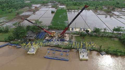 Proses Pengangkatan Jembatan Apung
