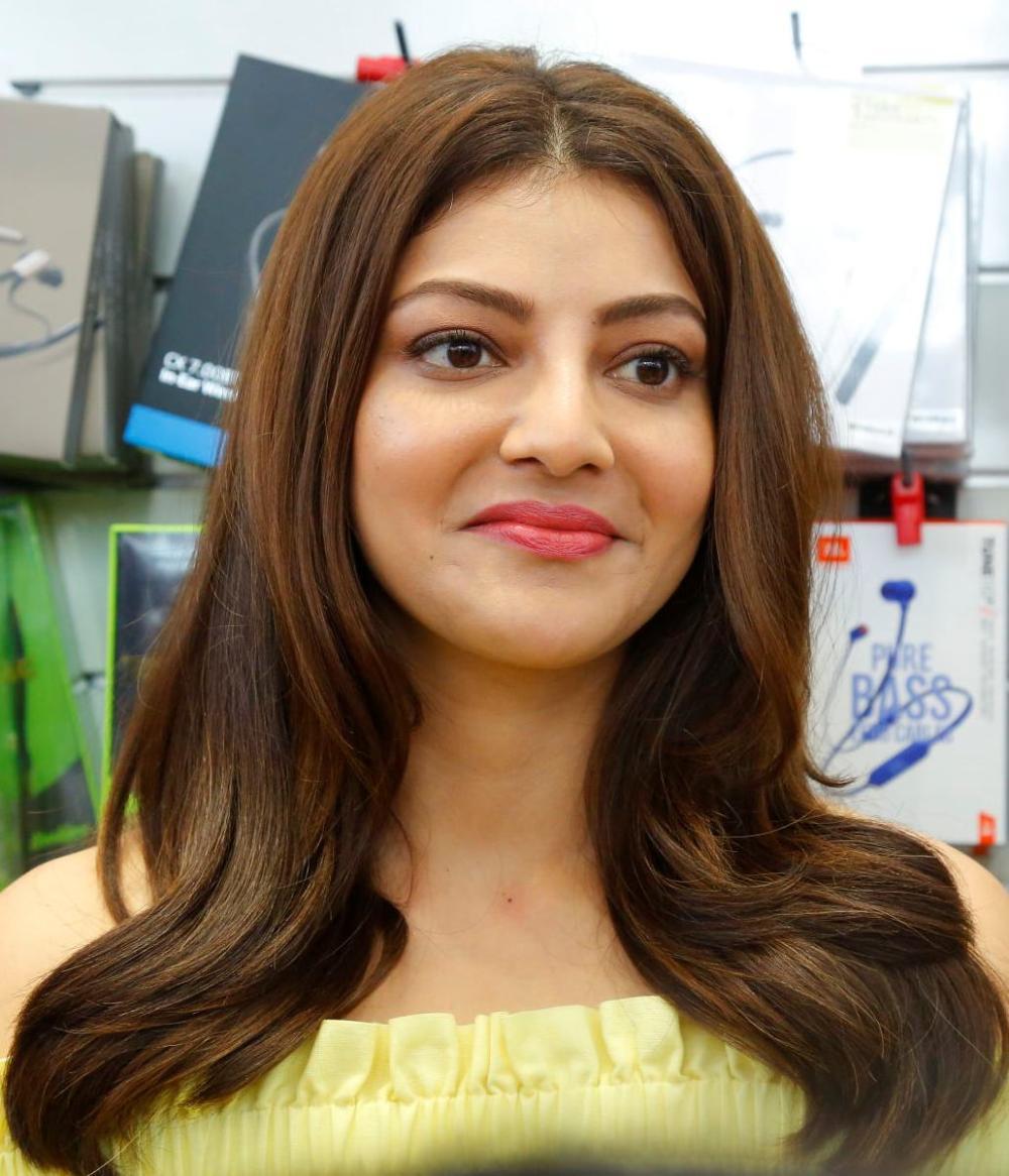 Indian Model Kajal Aggarwal at Happi Mobile Store Vizag