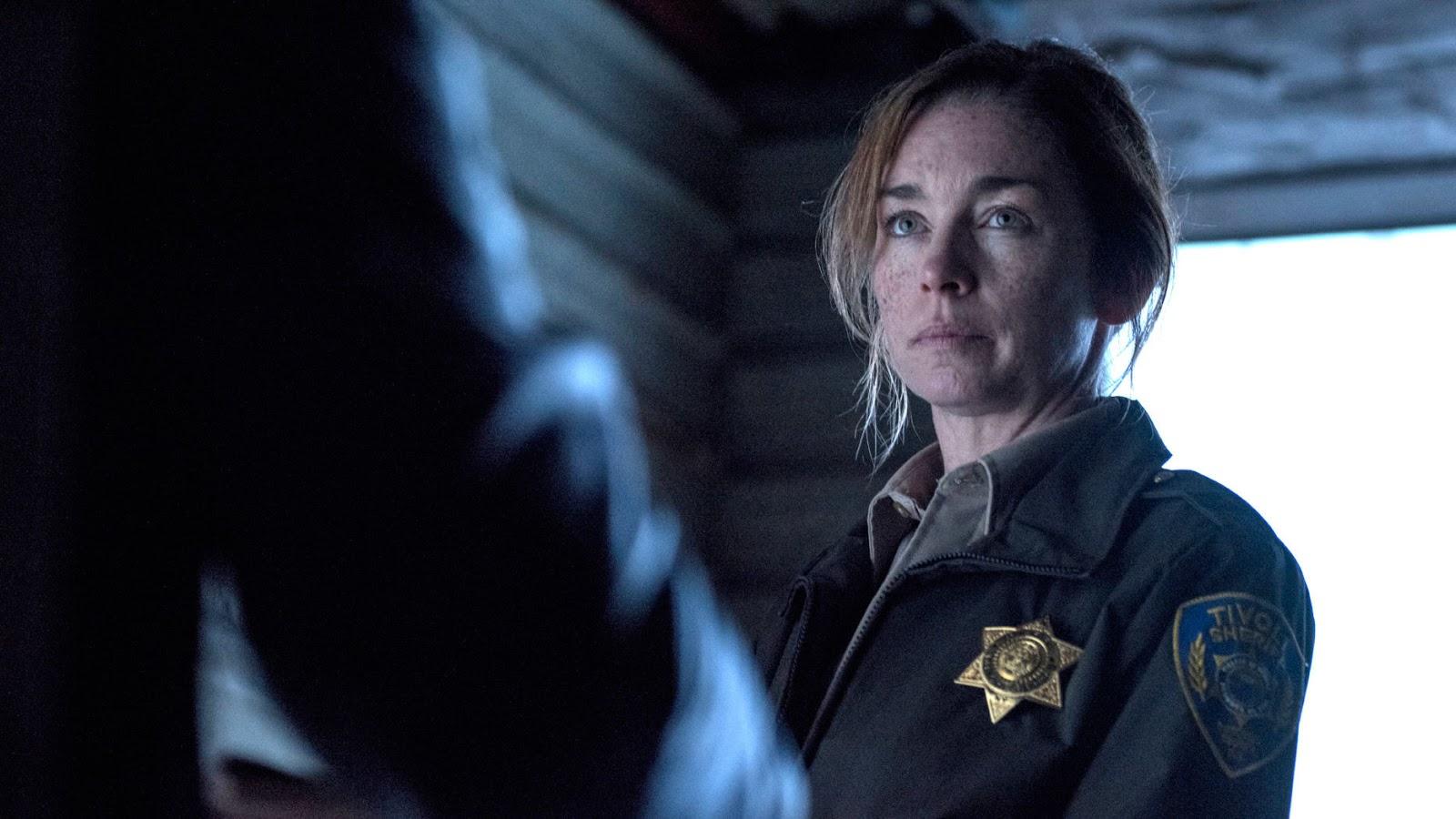 Julianne Nicholson es la sheriff Helen Torrance en 'Eyewitness'