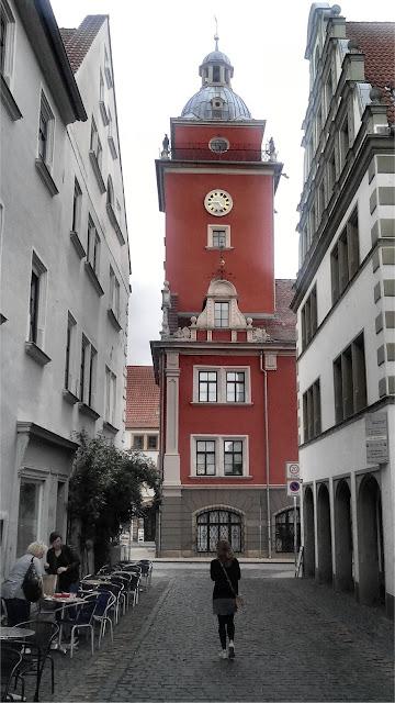 Hünersdorfstrasse en Gotha. Al fondo el Rathaus.