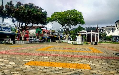 Jitaúna: Praça Albino Cajahyba é requalificada e entregue a ...