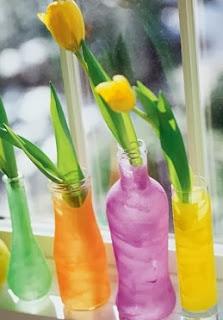 http://manualidadesreciclables.com/4712/botellas-recicladas-en-floreros-con-arena-de-colores