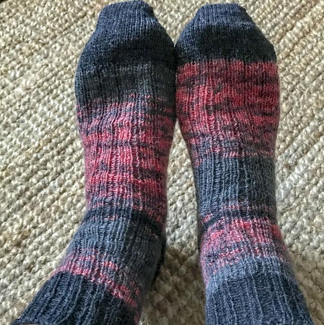 sockor, tå-upp, förkortade-varv-häl, bumeranghäl, elastisk-avmaskning, stickning, knitting