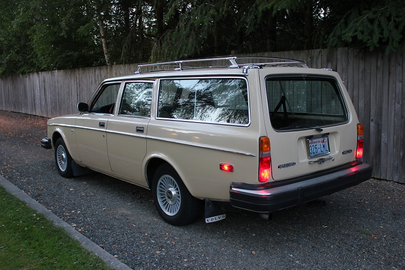 Volvo-245DL-wagon-rear.jpg