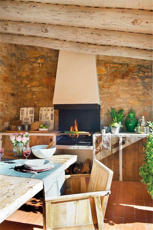 zona de cocina con barbacoa en porche chicanddeco