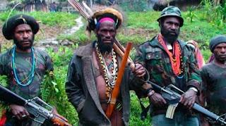 Tentara Organisasi Papua Merdeka (OPM) menenteng senjata./foto/intisari-online/
