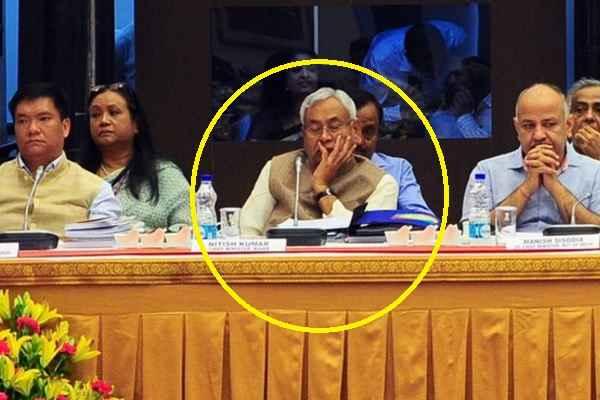 nitish-kumar-sleeping-during-niti-ayog-governing-council-meeting