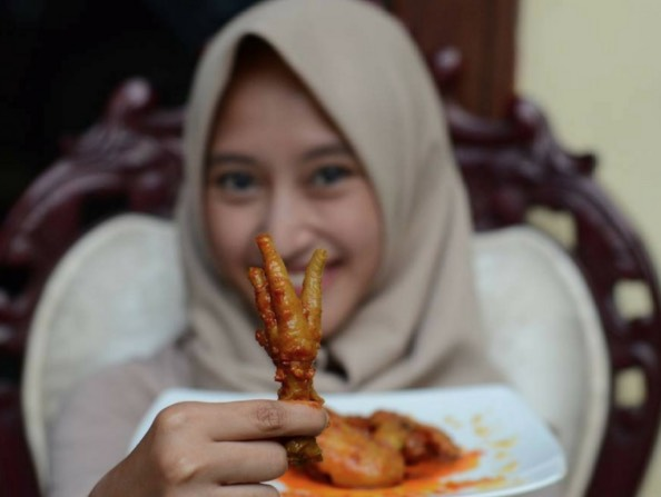 6 Khasiat Kaki Ayam Yang Ramai Tak Tahu! Rugi Siapa Rasa Jijik Tak Nak Makan.