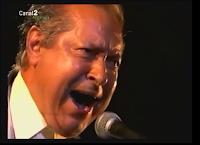 """SANTIAGO DONDAY EN SU PARTICIPACIÓN EN EL ESPECTACULO """"ESTEROS DE LA BAHÍA"""" 2002 RETRANSITIDO POR LA 2 DE CANA SUR"""