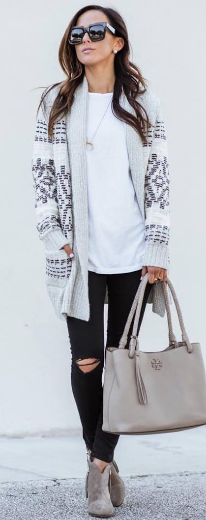 what to wear with a printed acrdigan : bag + rips + top + boots