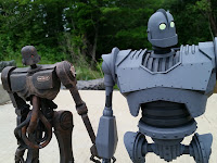 Mondo's Iron Giant Deluxe Action Figure Giant Robot Toy with threeA Popbot robots
