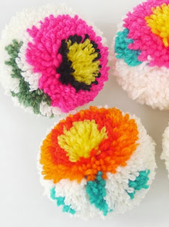 http://translate.googleusercontent.com/translate_c?depth=1&hl=es&rurl=translate.google.es&sl=auto&tl=es&u=http://blog.mrprintables.com/making-flower-pom-poms-diy-pom-pom-maker/&usg=ALkJrhg6erQk4JVcrM8Mgb8IeFIOg4xNlg