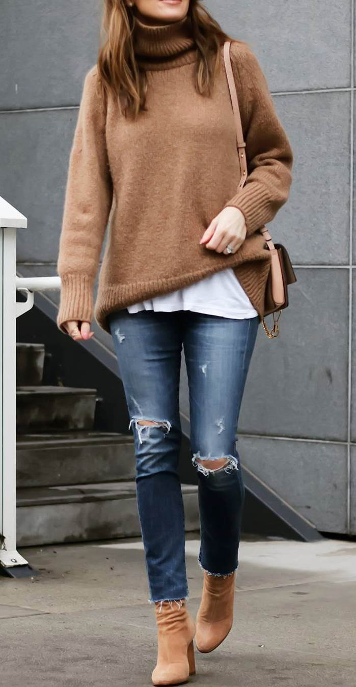 layered outfit for this fall : brown high neck sweater + white tee + bag + skinnies + boots