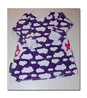 Igår sydde jag klar Alvas nya velour klänning i molnvelour från JNY. Nu är velourklänningar  för härliga tycker jag. Passar liksom hösten till ) b4fd853073253