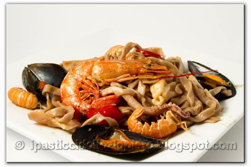 http://ipasticcidelloziopiero.blogspot.com/2014/12/tagliatelle-al-barolo-e-scoglio-di-mare.html