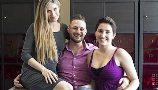 Βρετανός συζεί με δυο γυναίκες που είναι και οι δυο μητέρες των παιδιών του