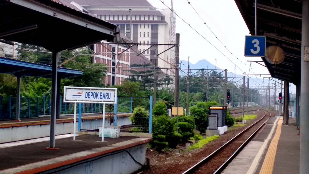 Foto Stadebar - Stasiun Depok Baru
