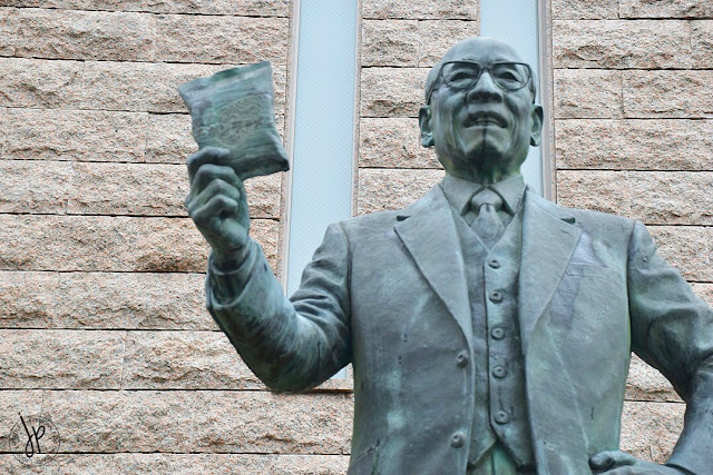 Momofuku Ando statue