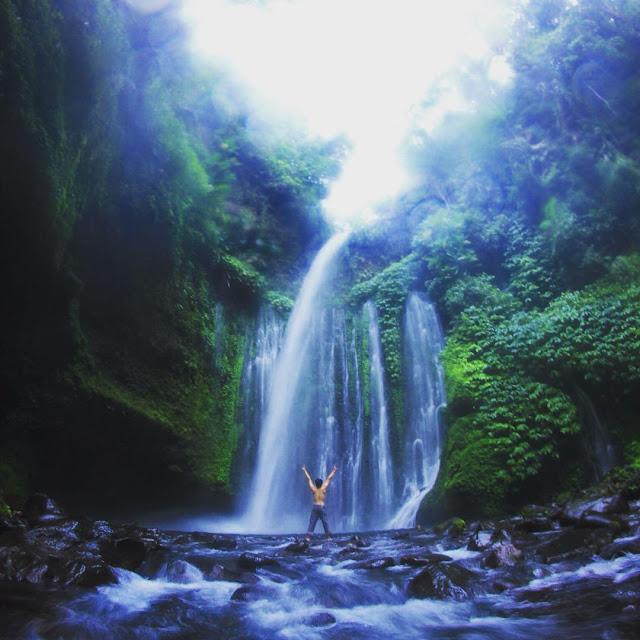 indahnya tiu kelep waterfall lombok utara