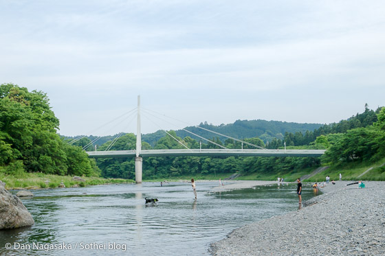 多摩川上流で水遊び