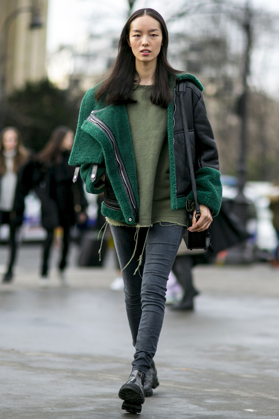 Fantastic Street Style: Fei Fei Sun's Green Shearling Jacket - The Front Row  NQ65