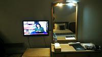 Cermin, Meja dan TV