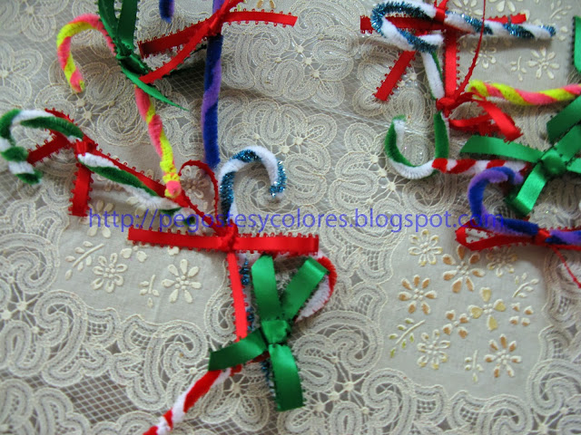 Pegostes y Colores: Bastones de Navidad con Limpia Pipas