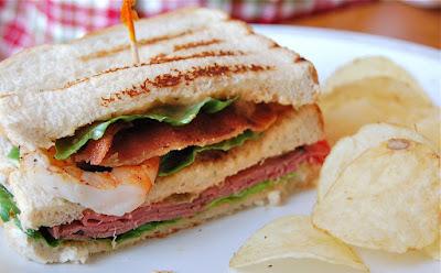 http://chefmommy-brandao.blogspot.com/2010/12/surf-n-turf-sandwich.html