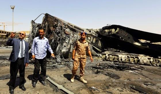 Combatentes do Estado Islâmico e aliados enfrentam-se na Líbia