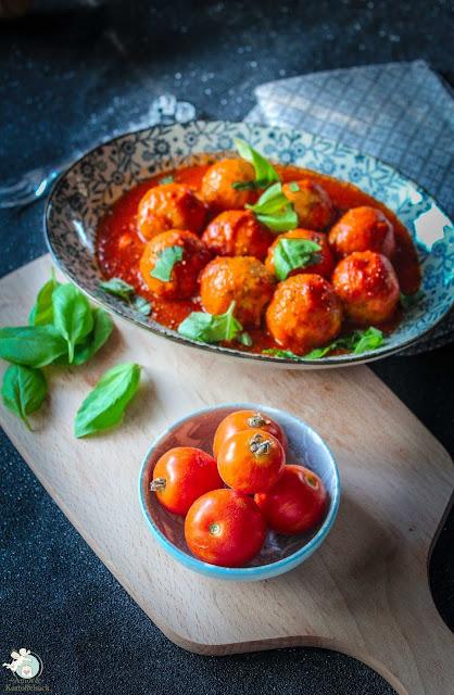 Schnelle Tomatensoße mit Ricottabällchen
