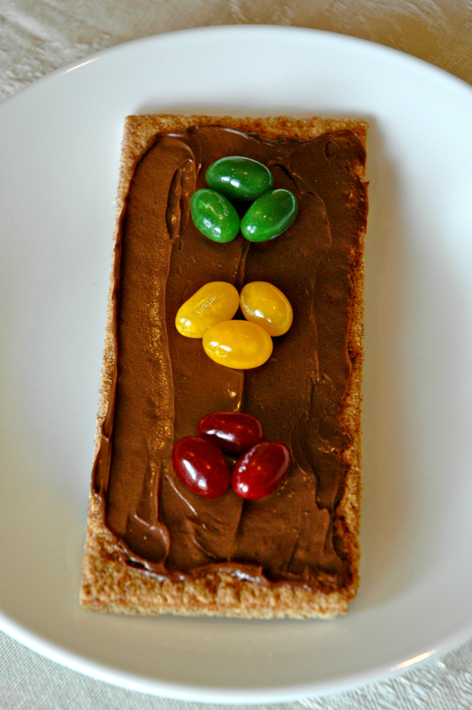 Preschool Transportation theme snack, traffic light, graham cracker