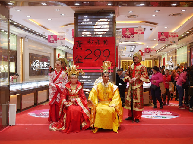 Zhou Liu Fu Jewelry promotion with people dressed up in ancient traditional costumes