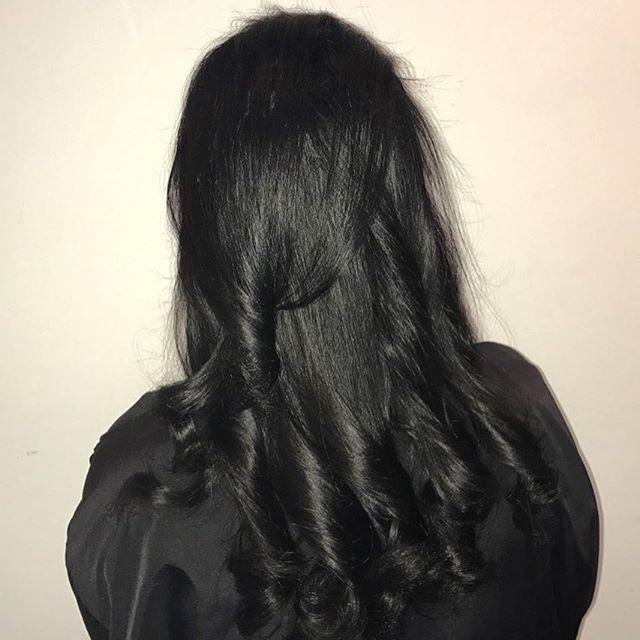 rambut berkilau dengan santan serta jeruk nipis