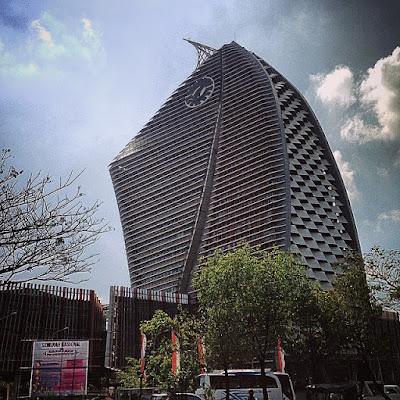 UNM menara phinisi