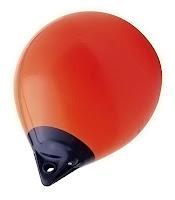 Balon gibi görünen bir deniz dubası