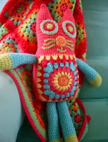 http://translate.google.es/translate?hl=es&sl=en&tl=es&u=http%3A%2F%2Flittlewoollie.blogspot.com.es%2F2011%2F05%2Fkitty-cat-tutorialpattern-part-1.html