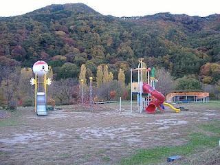 松尾峡 ほたる童謡公園.環境破壊の象徴である遊具施設.