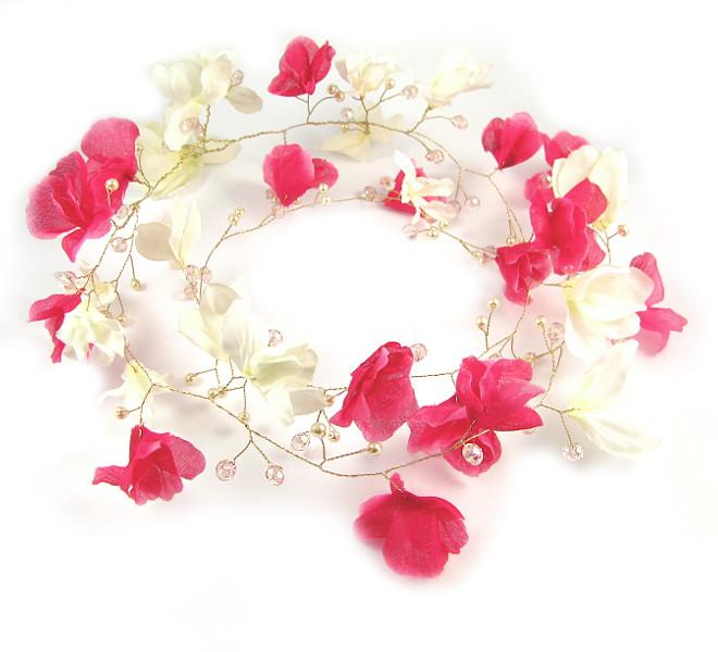 Kwiaty magnolii na ślubie - wianek.