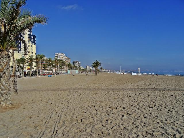 plaże na Costa Blanca jak wyglądają? jaki piasek?
