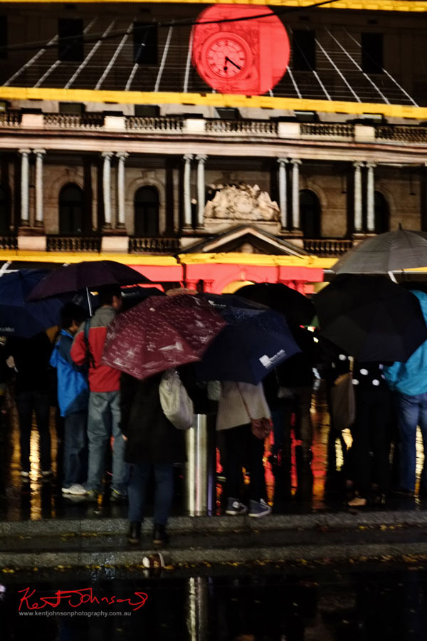 Umbrellas - Photographing the light show in the rain, Customs House with crowd - Fujifilm X-Pro1, XF35mmF1.4 R.