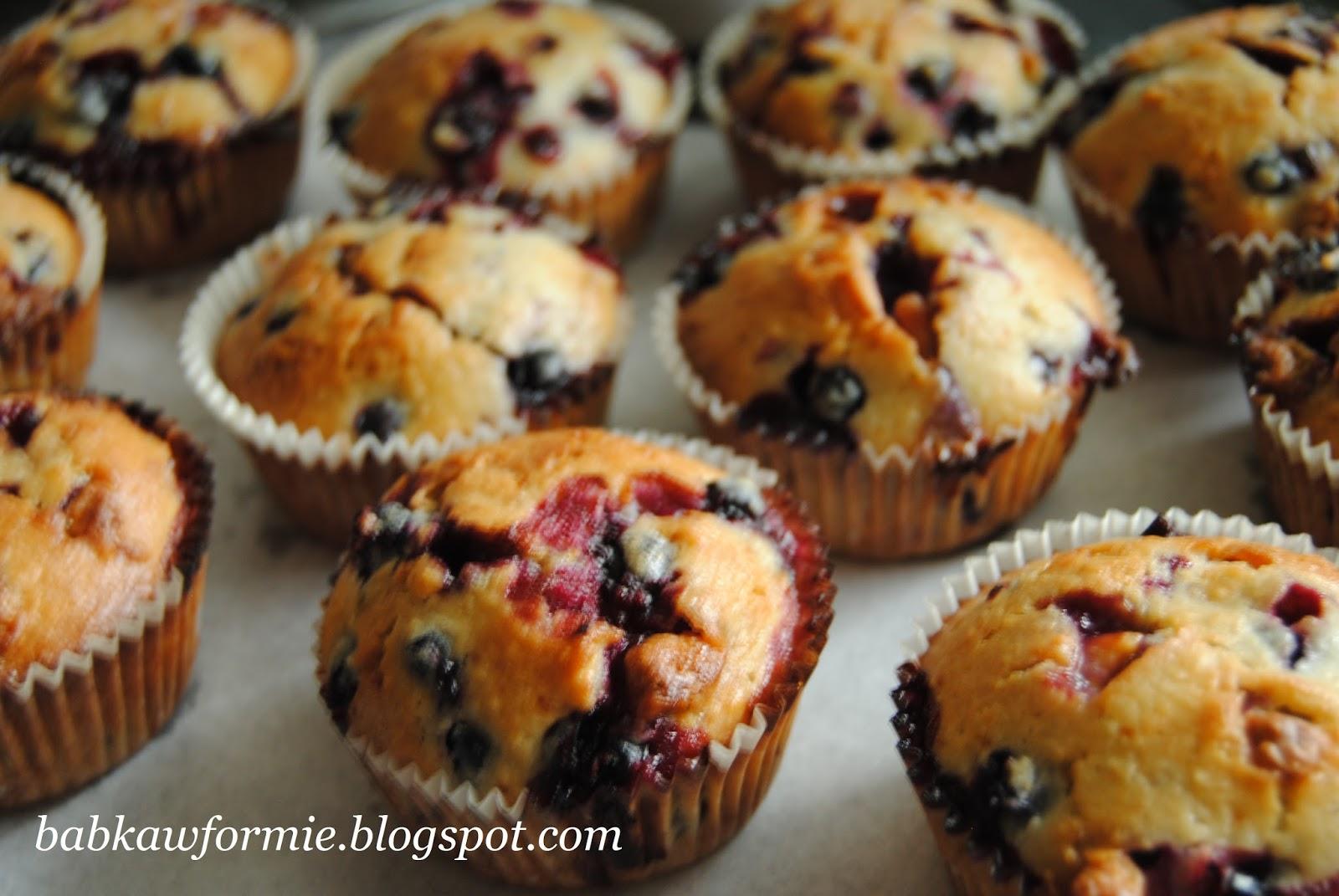 babeczki muffiny muffinki kokosowe z czarną porzeczką i białą czekoladą