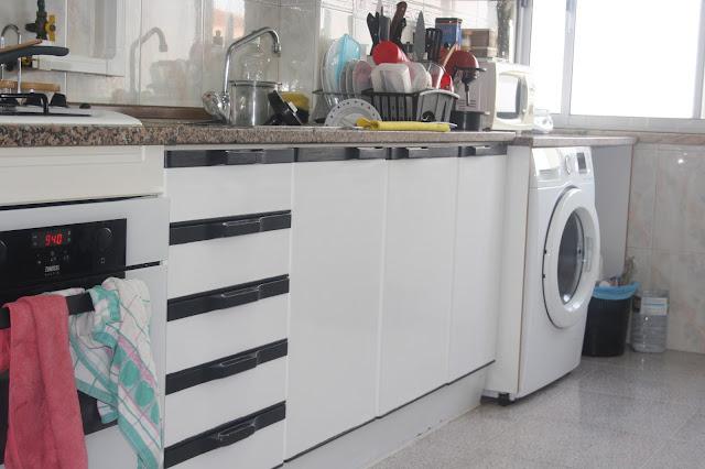 armário cozinha preto e branco