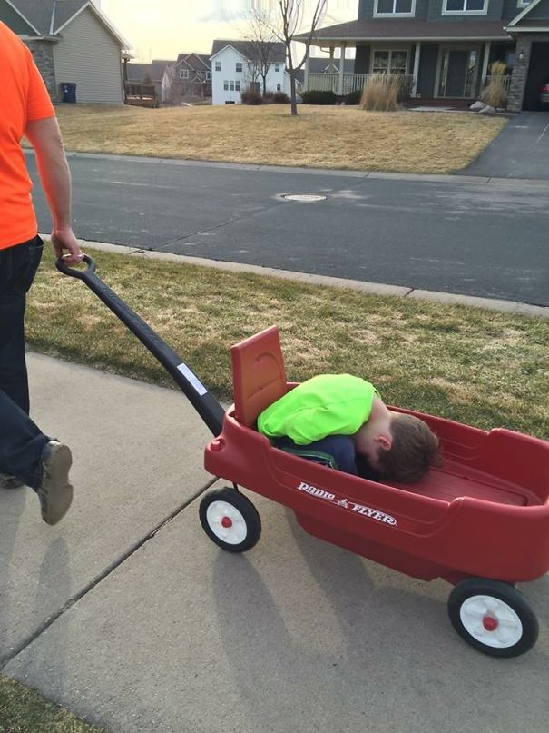 15+ Hilarious Pics That Prove Kids Can Sleep Anywhere - Asleep In The Wagon