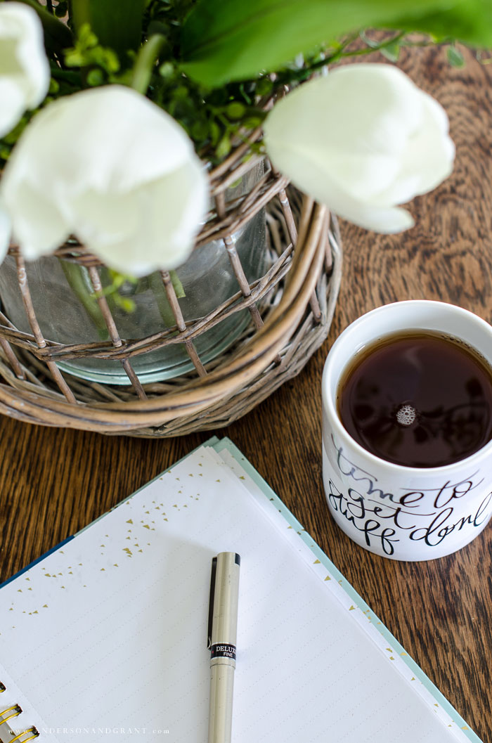 Create a morning routine for a calm and efficient start to your day with these 7 tips #simplify #morningroutine #routine #simplifiedhome #andersonandgrant