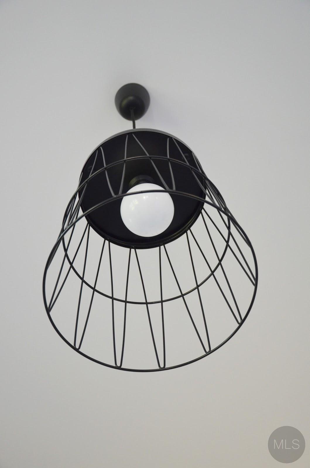 Druciana lampa z kosza na śmieci