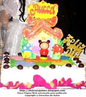 Foto de torta para cumpleaños de niña, decorado con Pucca. Foto de torta por Jesus Gómez