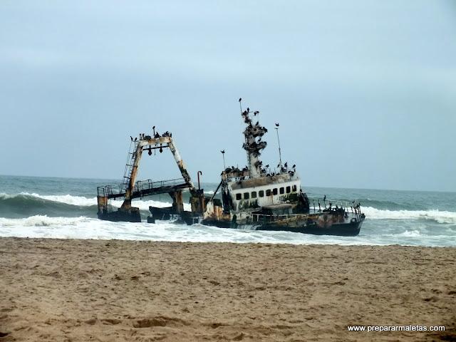 barco hundido safari