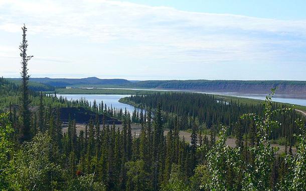แม่น้ำที่ยาวที่สุดในโลก, แม่น้ำแมกเคนซีเป็นแม่น้ำที่ใหญ่ที่สุดในประเทศแคนาดา ไหลจากทางตะวันตกสุดของทะเลสาบเกรตสเลฟไปทางทิศตะวันตกเฉียงเหนือ ลงสู่อ่าวแมกเคนซีในทะเลโบฟอร์ต มหาสมุทรอาร์กติก มีความยาว 1,738 กม.
